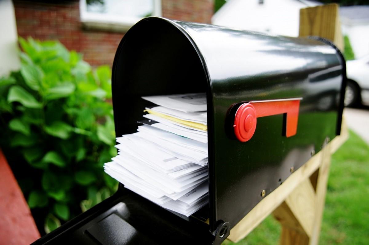 Why are customised envelopes gaining popularity?